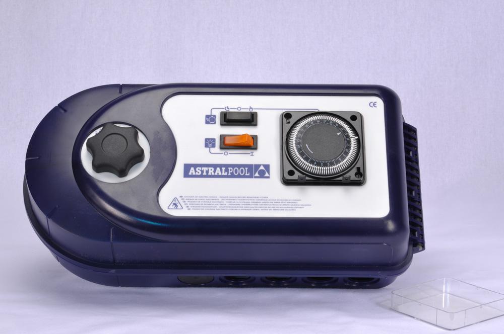 AstralPool Filtersteuerung 2,4-4A 2 x 230V inkl. Schaltuhr & 600W Unterwasserscheinwerfer Trafo